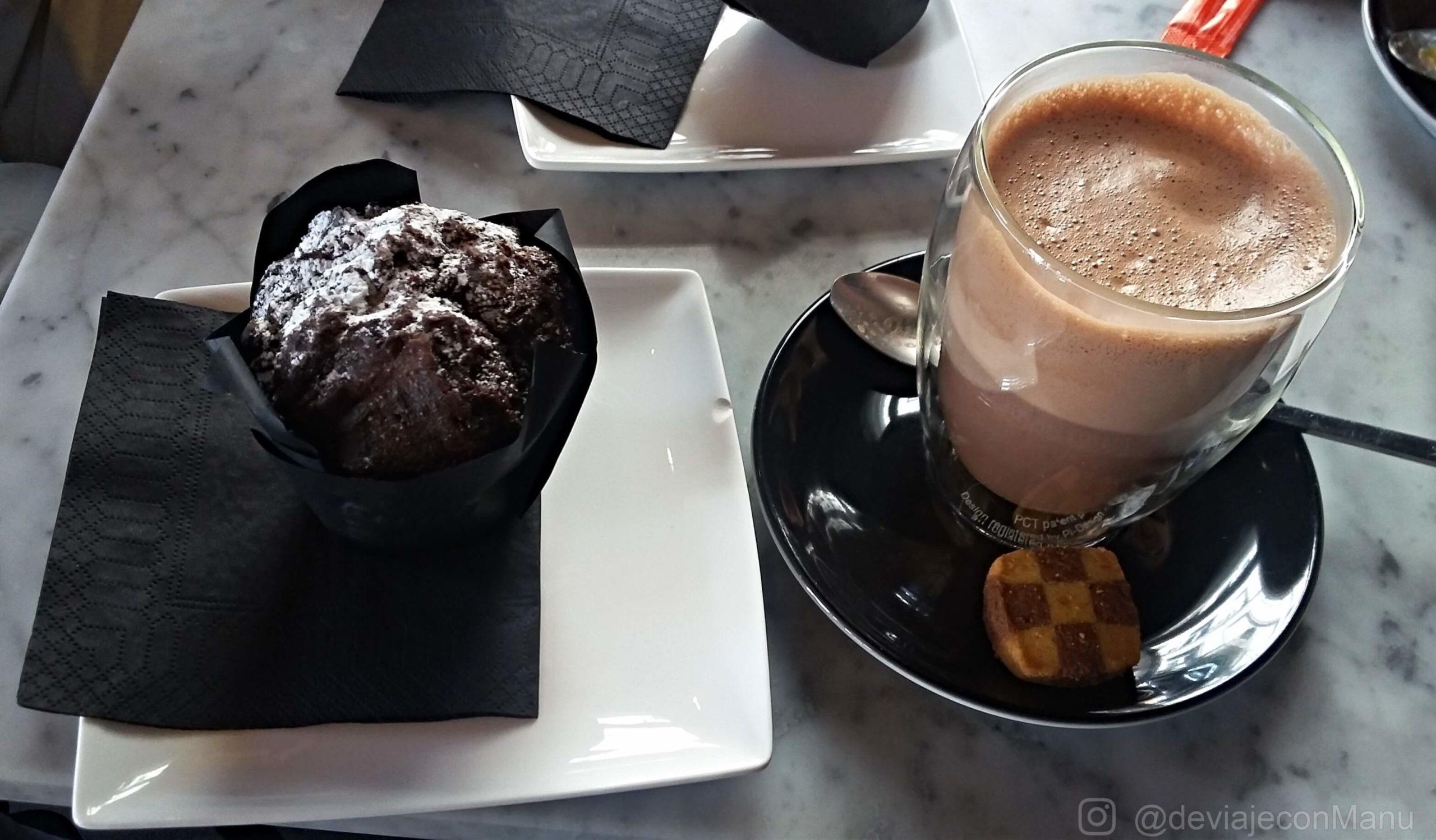 Muffin y café en Kaffabar