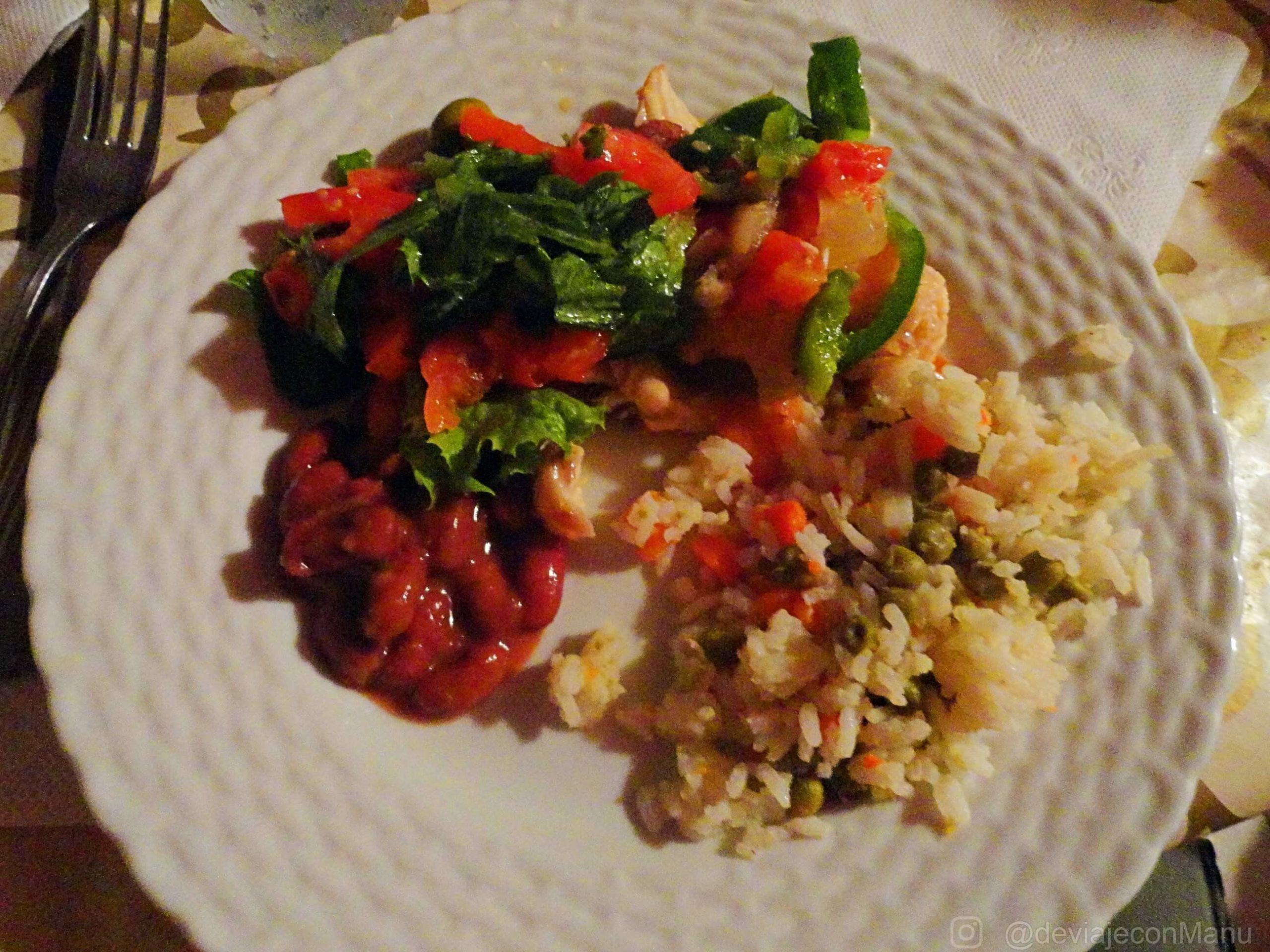 Red Snapper con arroz y frijoles